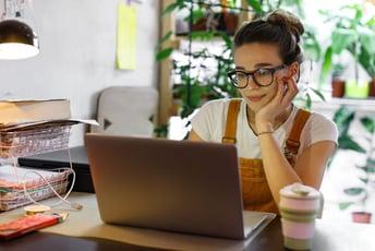 在宅勤務とテレワークの違いとは?導入のメリットや注意点も解説